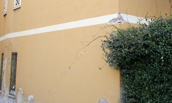 Palazzina crolla a Roma, polemica tra inquilini e vigili del fuoco