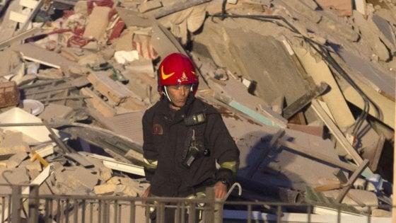 """Roma, crolla una palazzina in centro, era stata fatta evacuare. Abitanti: """"Vite messe a rischio"""""""