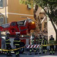 """Roma, crollo a Ponte Milvio: quattro palazzi inagibili. Sfollati: """"Vivi per miracolo"""""""