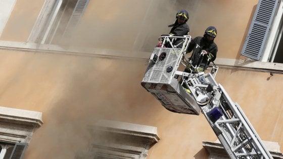 Roma, ancora fiamme in corso Vittorio: nessun ferito