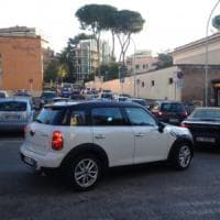 Roma, a Ponte Milvio è allarme nuovi crolli. Traffico impazzito nella zona