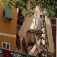 Roma, crollo a Ponte Milvio. I pm: disastro colposo. Altri 7 edifici a rischio