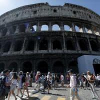 Roma, falso allarme per una valigia sospetta: chiusa poi riaperta la stazione della metro Colosseo