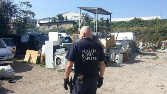 Roma, scoperta maxi discarica abusiva in zona Prenestina