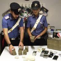Roma, scoperto con quattro chili di droga in casa a Corviale