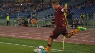 Qui Roma    È     Totti show     Poker in Europa League             Qui Lazio    Parolo fa il regista Inzaghi cambia strategia