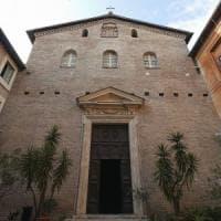 Roma, folle sfregia due statue nella chiesa di Santa Prassede