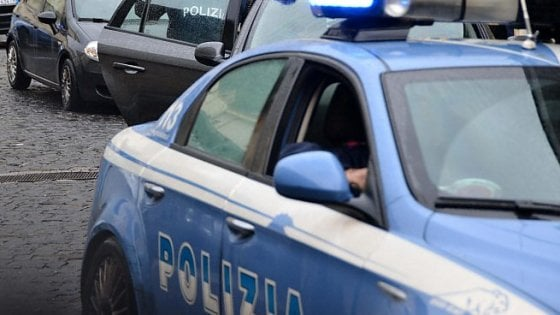 Roma, assalta l'autogrill ma viene incastrato dalla felpa della Lazio