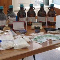 Roma, quadri d'autore e tre chili di cocaina in box auto: arrestato settantenne