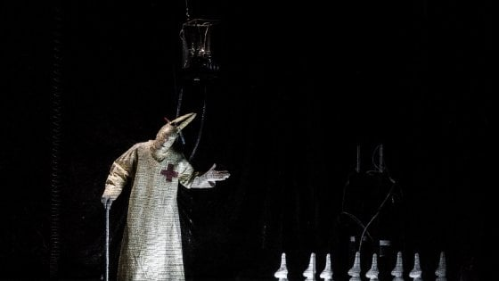 Roma, teatro Argentina: manca l'autorizzazione. Stop allo spettacolo coi macachi