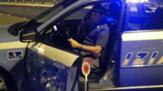 Roma, auto precipita sulla massicciata della Roma-Lido