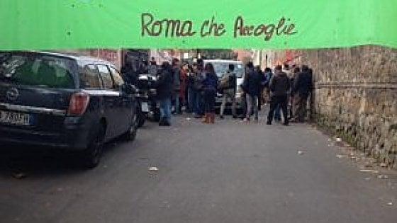 """Roma, caso Baobab: consiglio in Aula e protesta in piazza. Baldassarre: """"Non possiamo gestire l'emergenza da soli"""""""