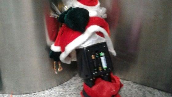 Roma, allarme bomba a Fiumicino per un pupazzo di Babbo Natale