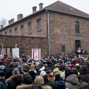 Roma, viaggio della Memoria: Raggi ad Auschwitz assieme agli studenti