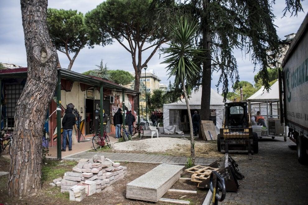 Sequestrato un centro sociale a Cinecittà, blindati sul posto per lo sgombero