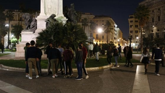 """Roma, """"ricchi contro poveri"""": sedicenni e coltelli sfida in piazza Cavour"""