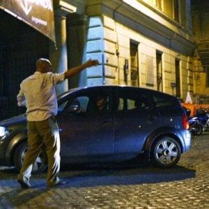 Roma, mestiere parcheggiatore: la carica degli abusivi tra mance e minacce