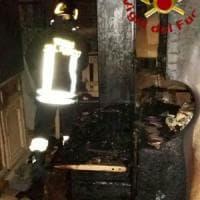 Roma, fiamme in un palazzo a San Giovanni: salvati in 10