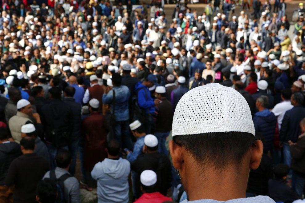 Roma, preghiera dei musulmani al Colosseo