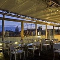 Roma, l'ecomostro illegale sul tetto dell'hotel 4 stelle