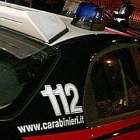 Guidonia, tagliano droga in casa. Tre arresti