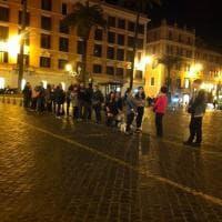 Roma, la fila per prendere un taxi in Centro