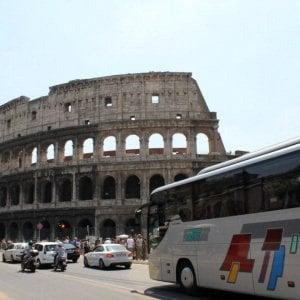 Roma, stangata sui pullman: accessi a 1000 euro stop ai pass in centro