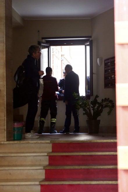 Roma, esplosione in un appartamento alla Garbatella: tre feriti