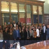 Roma,  Grillo fa da coach ai consiglieri M5S. Evita il frigo-gate e loda