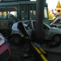 Roma, auto contro tram a Largo Preneste, due feriti lievi. Traffico bloccato