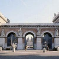 Roma, al cimitero del Verano brucia la croce dell'ossario