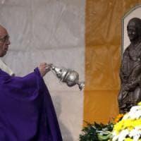 Roma, il Papa a Prima Porta per la messa della giornata dei defunti