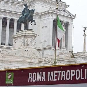 """Campidoglio, processo a Roma Metropolitane. Passa l'odg dei 5 Stelle: """"Niente ricapitalizzazione"""". Rabbia dei lavoratori: """"Ora i 170 posti a rischio"""""""