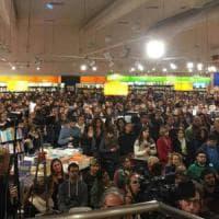 Roma, una grande folla per Saviano in libreria