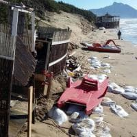 Sabaudia, mareggiate e distruzione sulla spiaggia dei vip