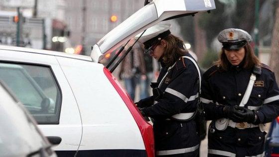 Roma, auto travolge scooter a MontI Tiburtini: gravissimi padre e figlio di sei anni