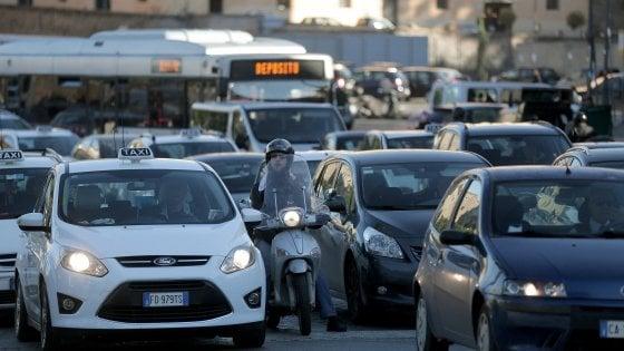 """Roma, la rabbia dei pendolari per la fine di metrebus: """"Pronti alla class action"""""""