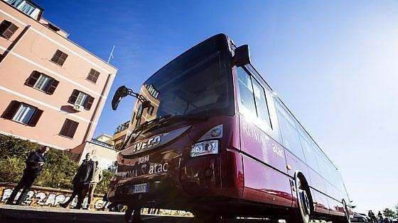 Roma, auto in sosta vietata: i bus non passano e la linea 441 si ferma per 5 ore
