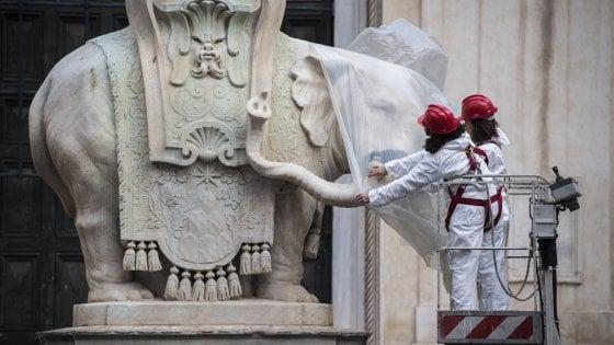 Roma, al via il restauro dell'elefantino sfregiato in piazza della Minerva (video)