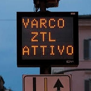 Roma, si allarga la Ztl: stop ai bus turistici nell'anello ferroviario