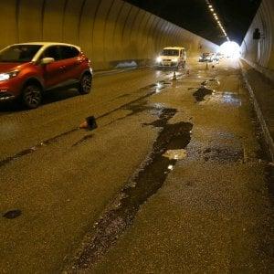 Roma, tra buche che zampillano e tunnel che gocciolano. Ecco il grande abbandono