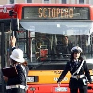 Roma, venerdì di scioperi: a rischio bus e raccolta dei rifiuti