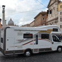 Roma, il Papa dona un camper all'Unitalsi per le famiglie con disabili