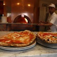 Roma, apre i battenti Da Michele: la storica pizzeria napoletana