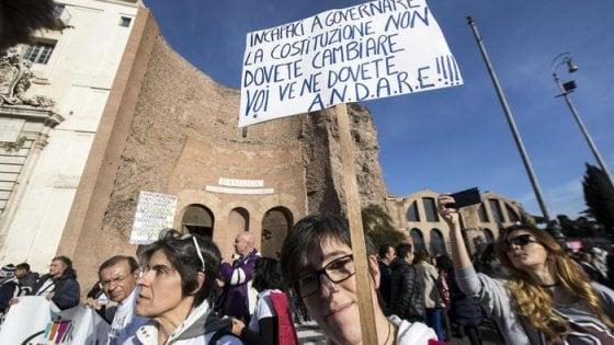 """Roma,  il popolo del No in corteo: """"In piazza 50mila persone"""""""