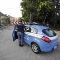 Roma, aggredisce donna e le ruba borse della spesa: arrestato