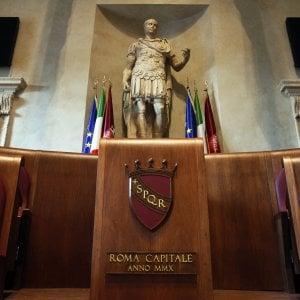 """Roma, scintille in Aula durante discussione mozione No. """"M5S violano regolamento"""""""