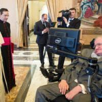 Roma, Hawking dimesso dal Gemelli, tornerà in Gran Bretagna