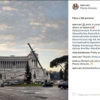 Roma, installato l'albero di Natale a piazza Venezia