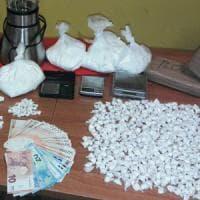 Roma, sequestrati 75 chili di droga pronta per il mercato natalizio: 33